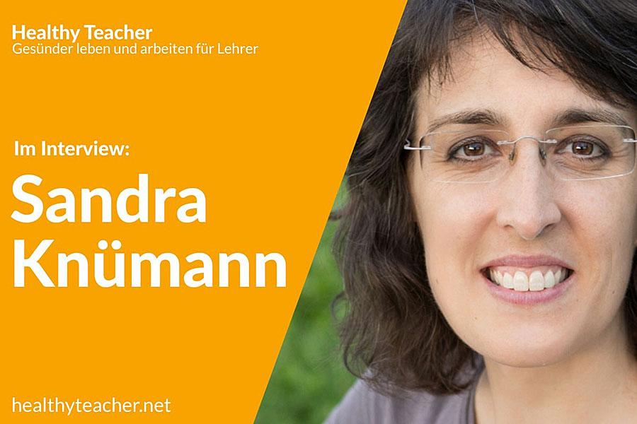 Text Interview mit Sandra Knümann sowie dem Portrait von Sandra Knümann auf der rechten Seite